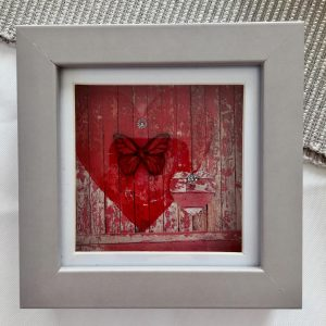 Creative & Arty Weathered-look Heart Print